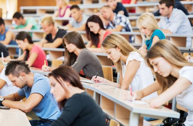 Челябинск Южноуральские студенты напишут курсовые и  Южноуральские студенты напишут курсовые и квалификационные работы по медиабезопасности Общественная палата
