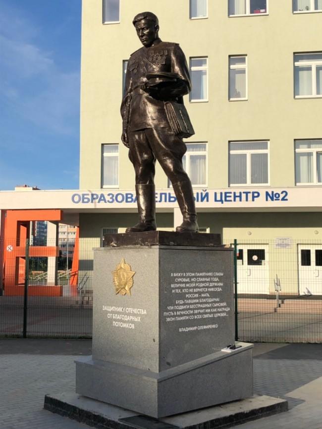 В Челябинске открыли памятник Защитнику Отечества